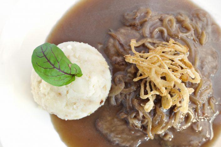 vracko - kulinarika - glavna jed - hauptgericht - main dish - bržola - zwiebel, fleisch, kartoffel - onion, meat, potato - 4